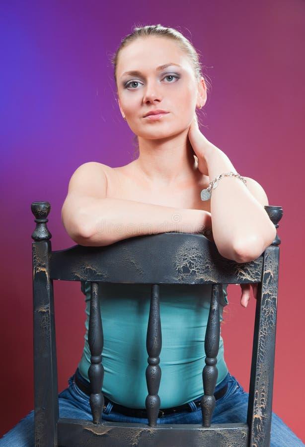 Eine junge schöne Frau lizenzfreies stockfoto