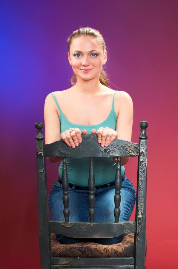 Eine junge schöne Frau stockbild