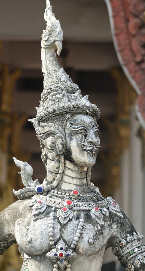 Eine Kinnara-Statue stockfotos