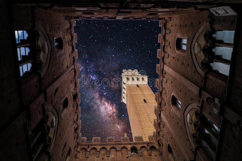 Eine Kirche in Siena, Italien lizenzfreie stockbilder