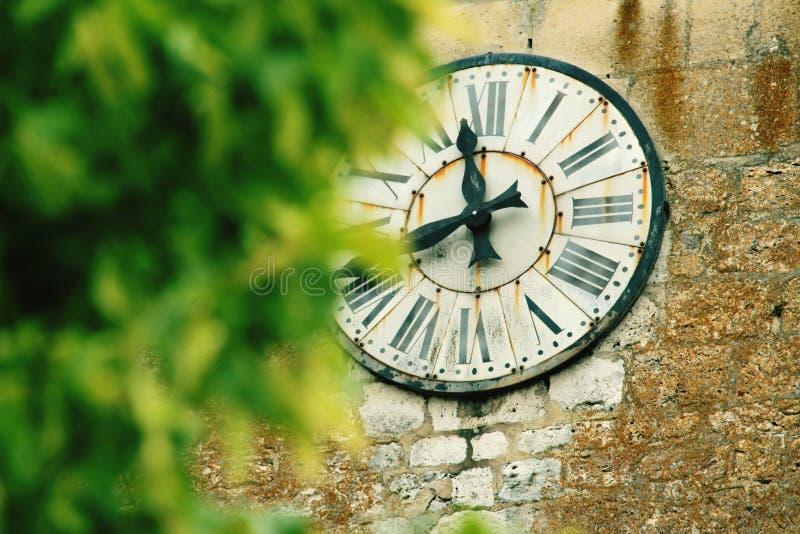Eine Kirchenuhr lizenzfreie stockfotos