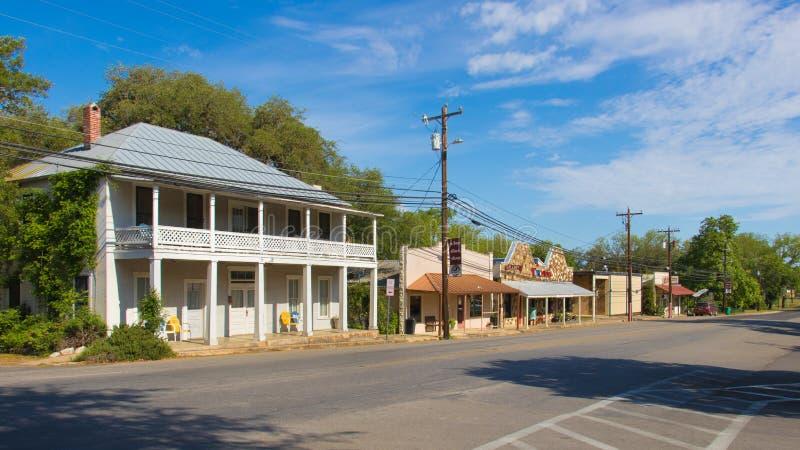 Eine klassische Straße ist eine kleine Texas-Stadt stockbild