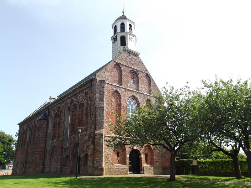 Eine kleine Dorfkirche stockfotos