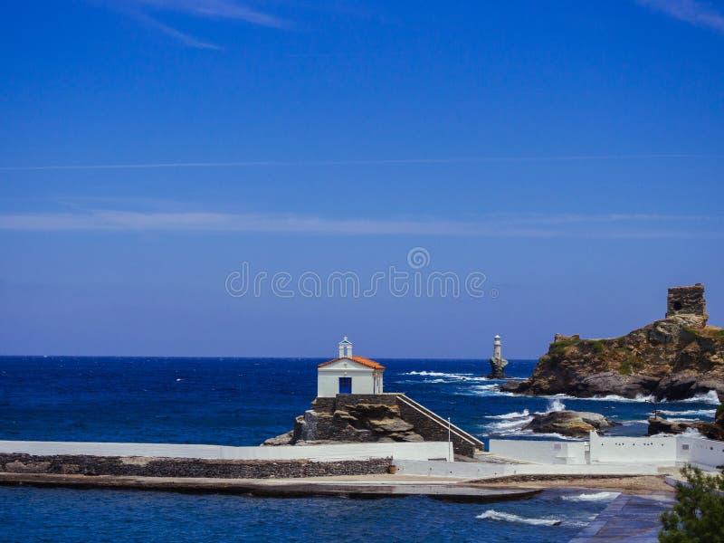 Eine kleine Kapelle errichtet im Meer am Hafen von Andros, mit lizenzfreie stockbilder
