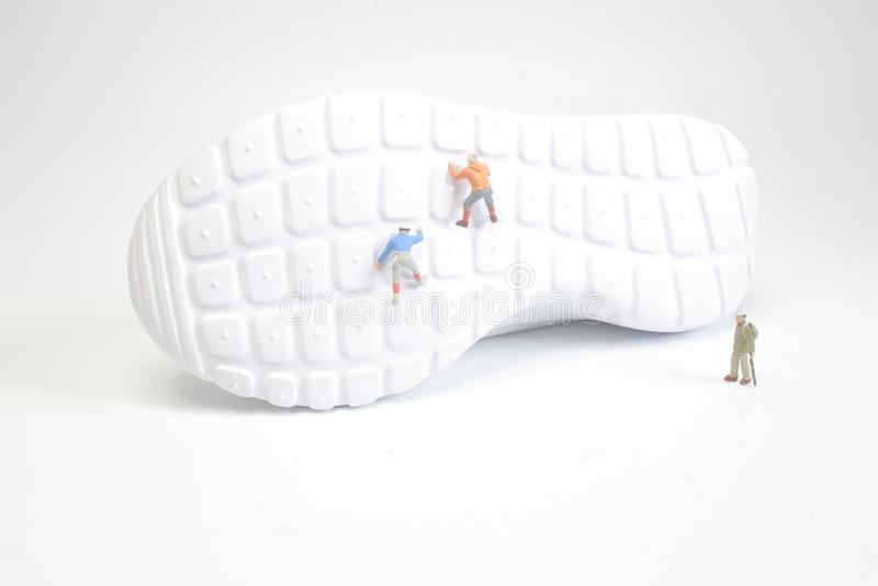 eine kleine Zahl Aufstieg des Spaßes die Schuhe stockfotos