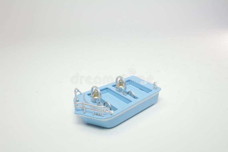 eine kleine Zahl mit einem kleinen Boot lizenzfreies stockfoto