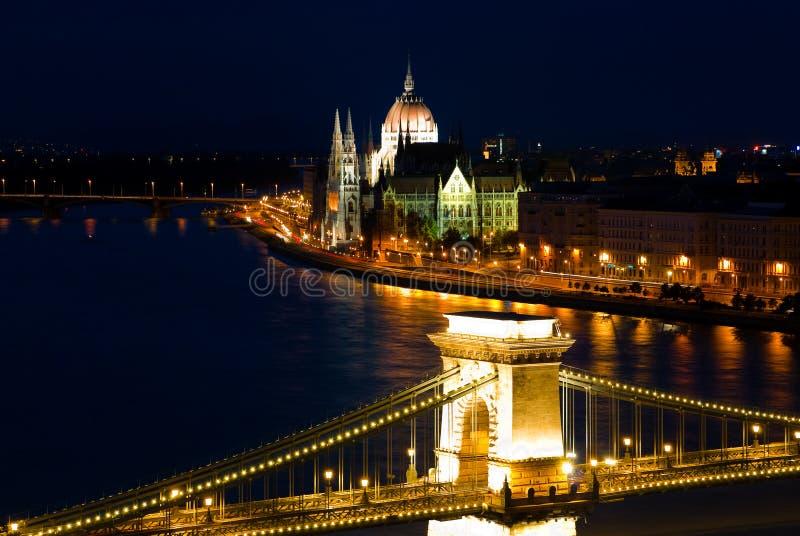 Eine Landschaft von Budapest in der Nacht lizenzfreies stockfoto