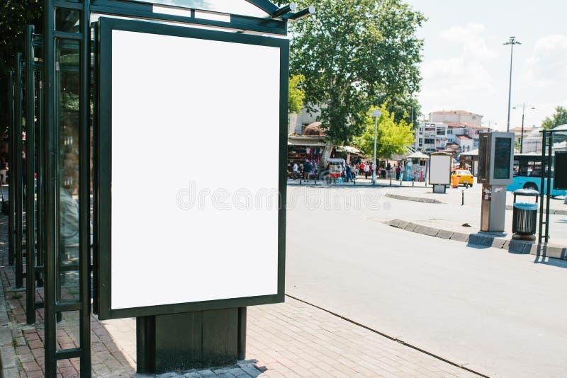 Eine leere Anschlagtafel für Werbung im Freien in Istanbul im Fatih-Bezirk, die Türkei Straßenwerbung lizenzfreie stockfotos