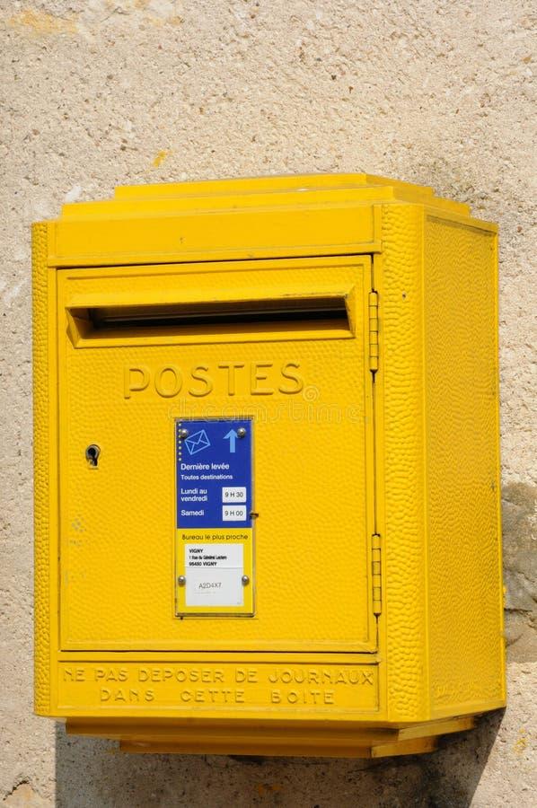 Eine Mailbox auf einer Wand stockfotografie