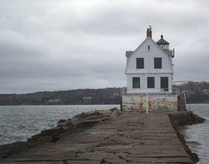 Eine Meile heraus zum Meer, Rockland-Wellenbrecher-Leuchtturm lizenzfreies stockfoto