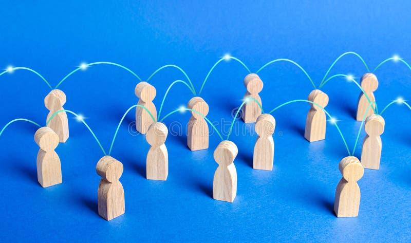 Eine Menschenmenge, die durch Kommunikationsleitungen miteinander verbunden ist Zusammenarbeit und Zusammenarbeit, Verbreitung vo stockbild