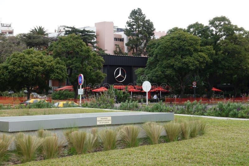 Eine Mercedes Benz-Verkaufsstelle in Montevideo lizenzfreies stockfoto