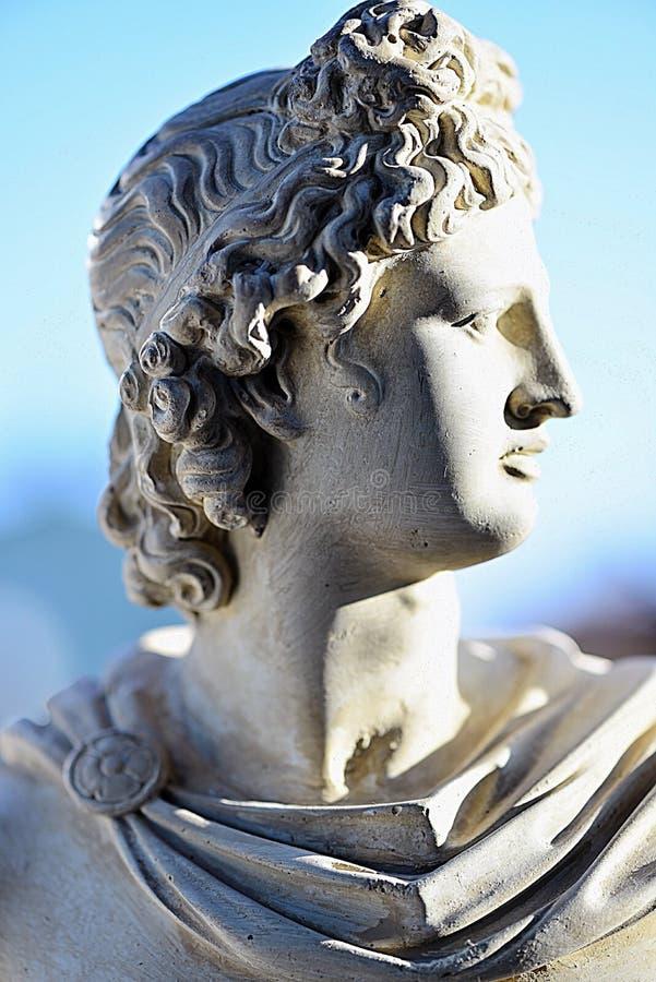 Eine Miniaturskulptur von Apollon stockbilder