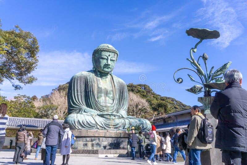 Eine monumentale Bronzestatue im Freien von Amida Buddha an Kotoku-im Tempel, Kamakura, Präfektur Kanagawa, Japan lizenzfreies stockbild