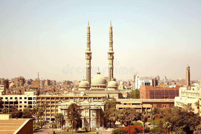Eine Moschee und eine Kirche lizenzfreies stockbild