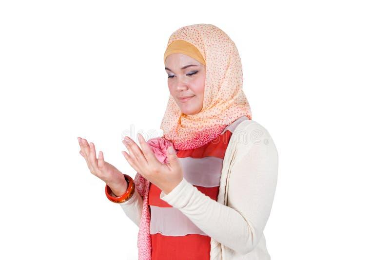 Eine moslemische betende Frau. lizenzfreies stockfoto