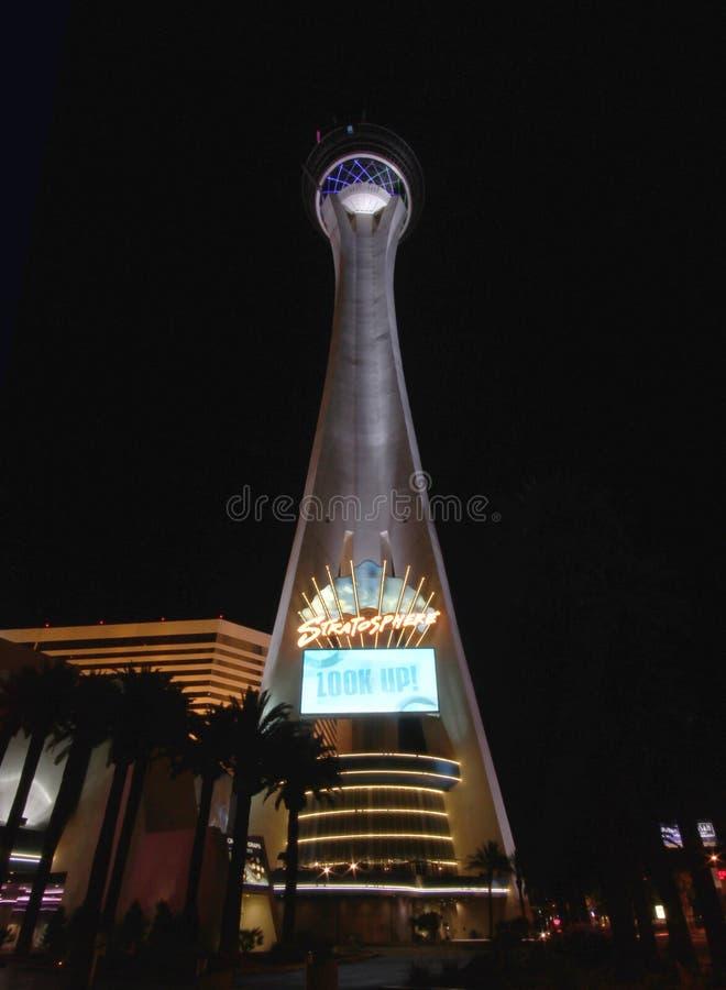 Eine Nachtansicht des Stratosphäre-Hotels stockfotografie