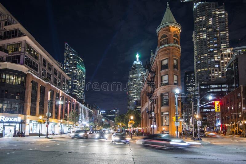 Eine Nachtaufnahme des Plätteisen-Gebäudes lizenzfreie stockfotografie