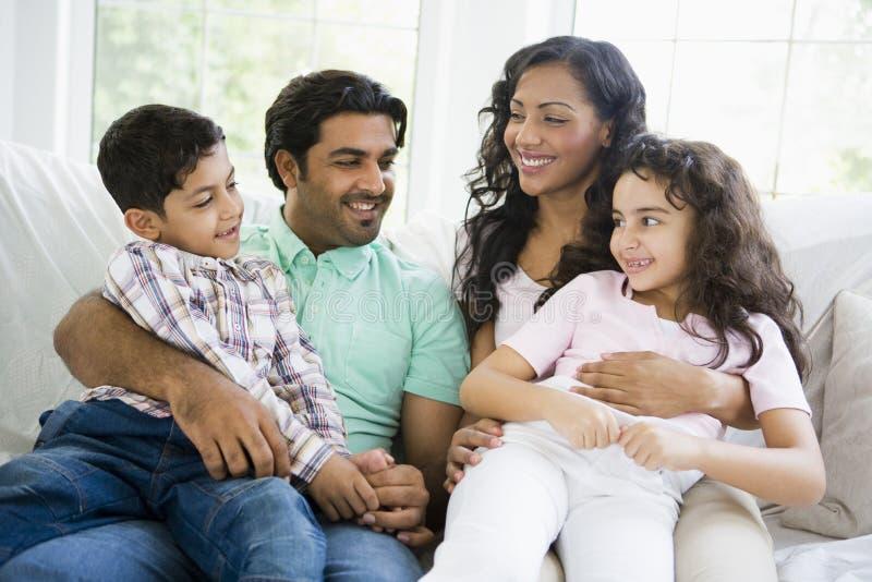 Eine nahöstliche Familie lizenzfreie stockbilder