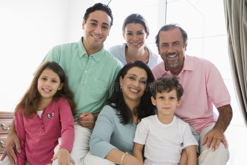 Eine nahöstliche Familie stockfotos