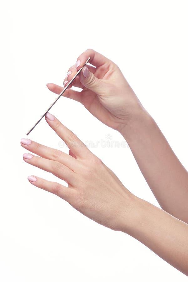 Eine Nahaufnahme der Hand der Nägel einer der jungen Frau Archivierung stockfotos