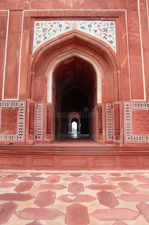Eine neue und saubere Ansicht Taj Mahals bei Sonnenuntergang, Agra, Uttar Pradesh, Indien - Bild stockfotografie