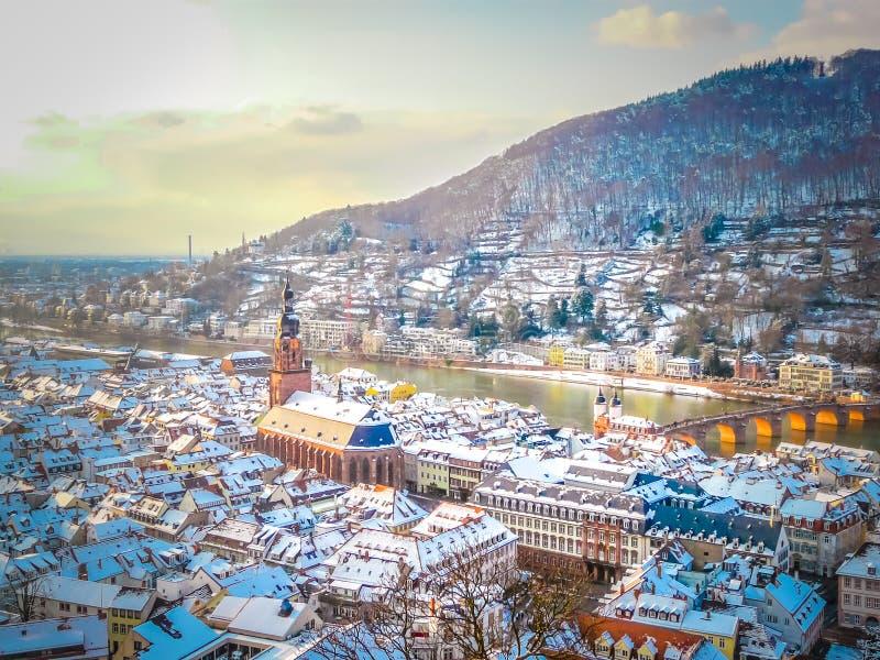 Eine panoramische Vogelperspektive der alten Stadt von Heidelberg in Deutschland lizenzfreie stockbilder