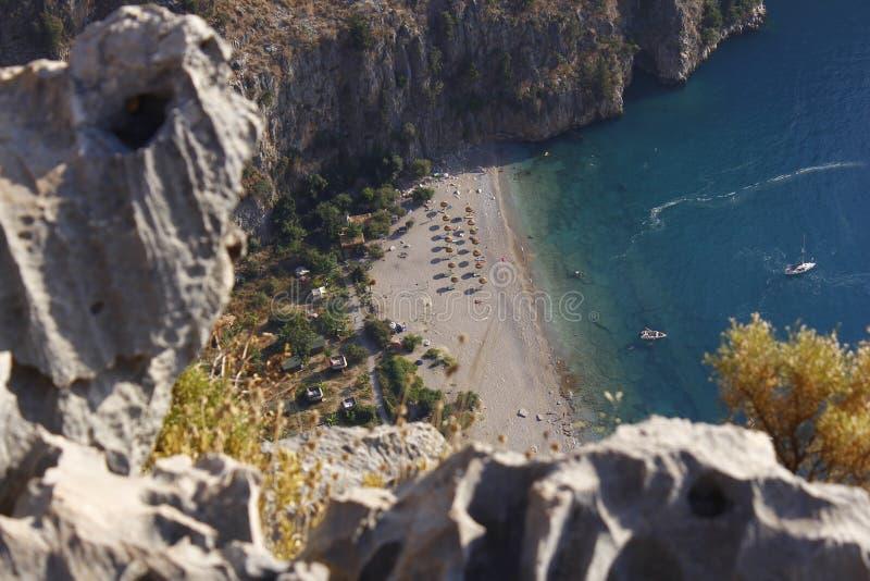 Eine perfekte Bucht und ein perfekter Strand mit uniqe Meer stockbild