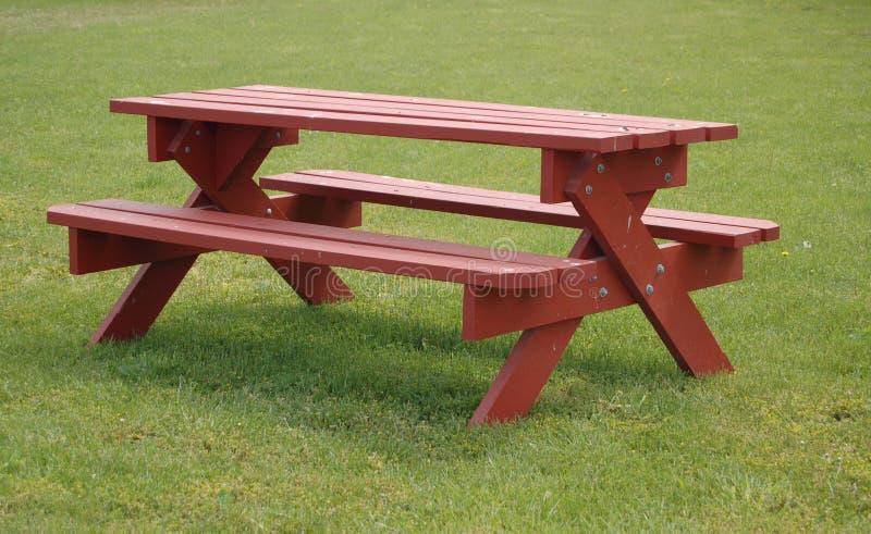 Eine Picknicktabelle stockfotos