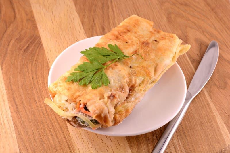 Eine Platte von Frühstück Burritos lizenzfreie stockfotos