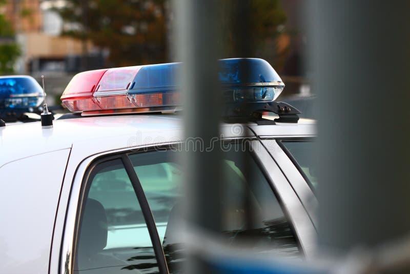 Eine Polizeisireneneinheit durch Tor lizenzfreie stockfotografie