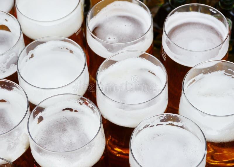 Eine Reihe der Bierpints stockbild