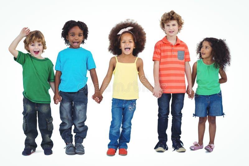 Eine Reihe von den Kindern, die zusammen stehen stockfotografie