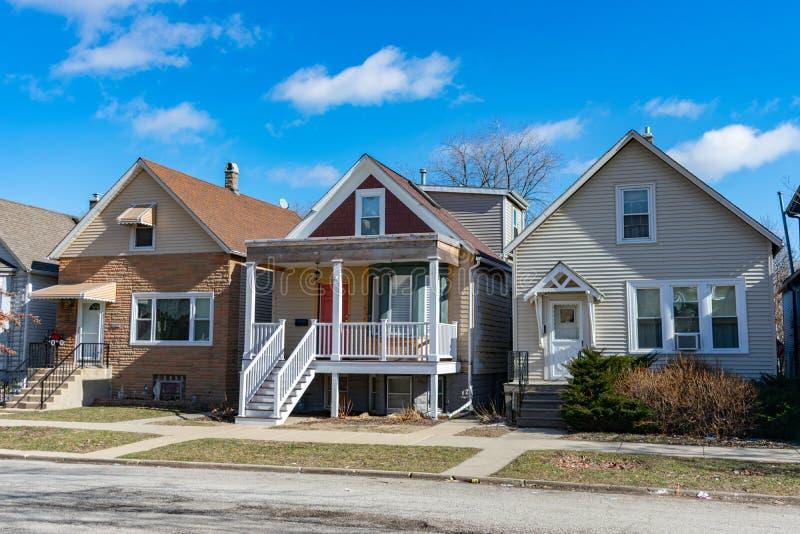 Eine Reihe von drei hölzernen Häusern in Logan Square Chicago lizenzfreies stockfoto