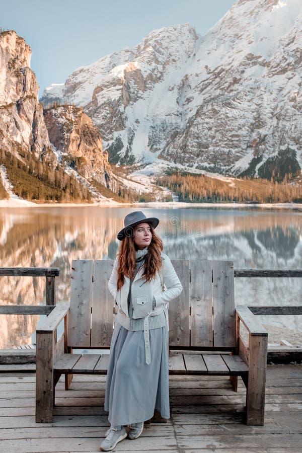 Eine Reise zum Norden von Italien Braies See lizenzfreie stockbilder