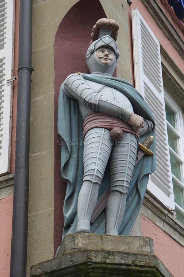 Eine Ritterstatue in mittelalterlichem Europa lizenzfreies stockbild