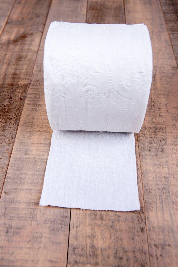 Eine Rolle Toilettenpapier lizenzfreies stockbild
