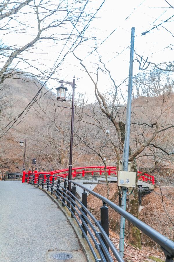 Eine rote Brücke in Ikaho Onsen auf Herbst ist ein locat Stadt der heißen Quelle stockfotos