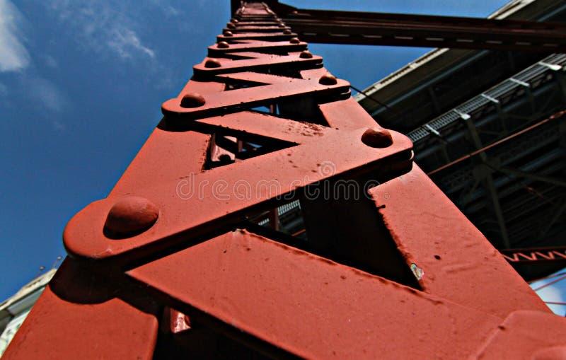 Eine rote ruhige Brücke in Cleveland - OHIO - die Ebenen lizenzfreies stockbild
