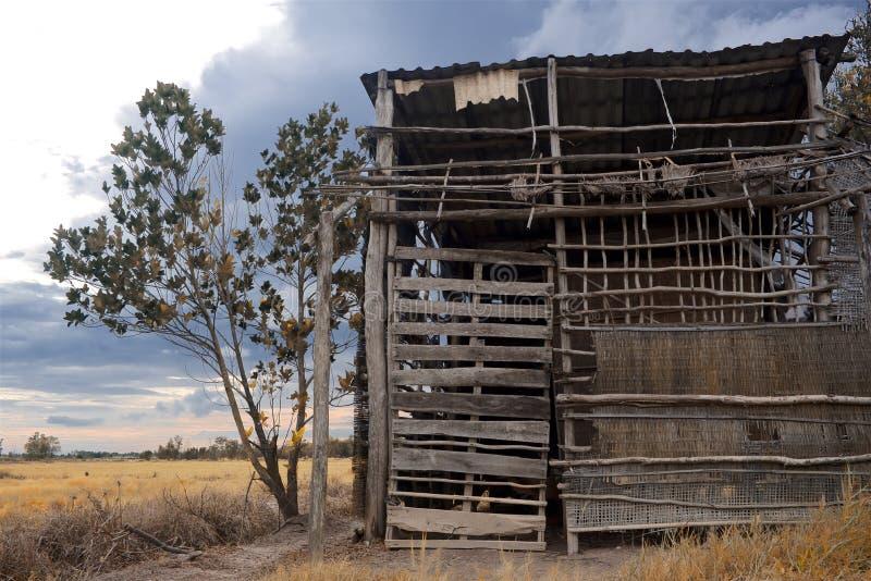 Eine ruinierte Bambusscheune lizenzfreies stockbild