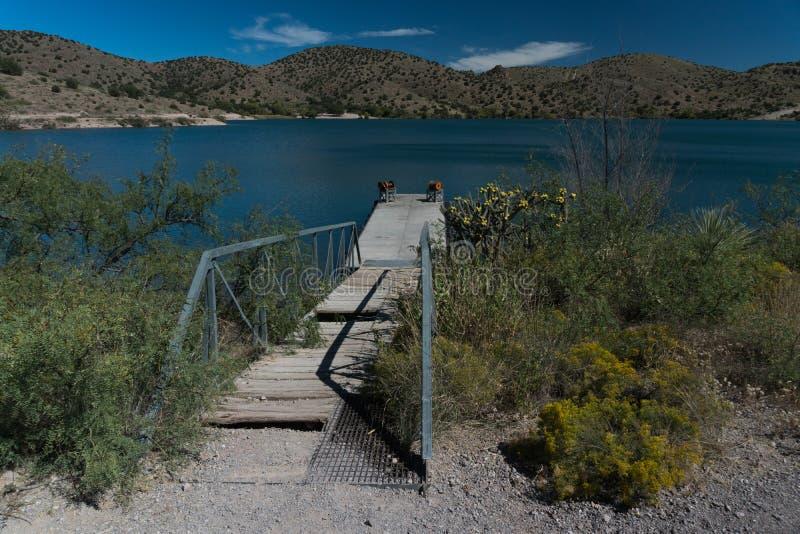 Eine rustikale Dockansicht am Bill Evans See, New Mexiko stockfotos