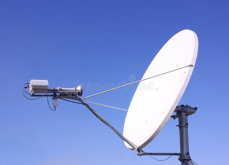 Eine Satellitenantenne lizenzfreies stockbild