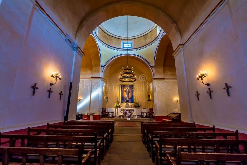 Eine schöne alte Kapelle innerhalb des historischen alten spanischen Westauftrags San Jose lizenzfreies stockbild