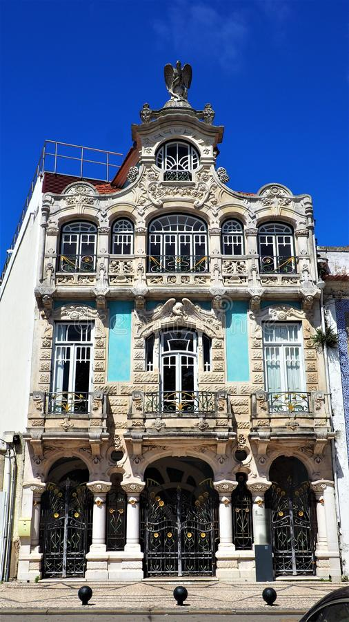 Eine schöne blaue Fassade eines Hauses in Aveiro Portugal stockbilder