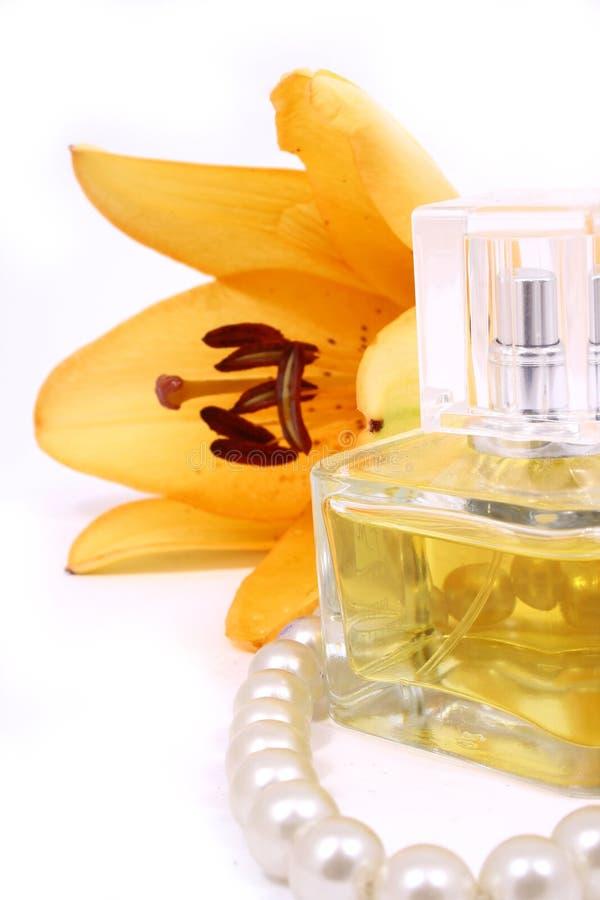 Eine Schönheit eingestellt mit Tuchlilie lizenzfreies stockbild