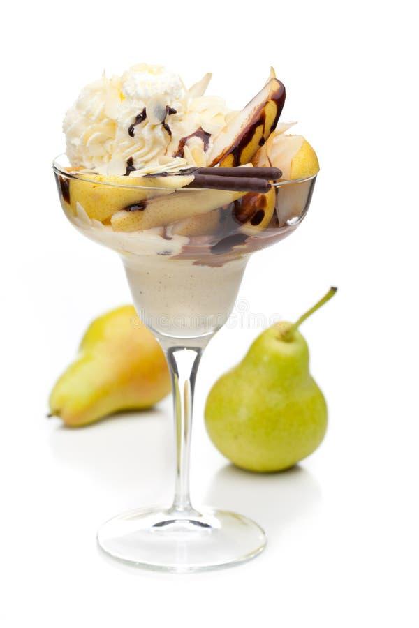 Eine Schale BirnenEiscreme verziert mit Früchten lizenzfreie stockbilder