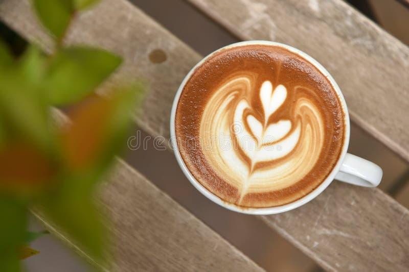 Eine Schale Lattekunstkaffee lizenzfreies stockfoto