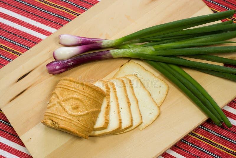Eine Scheibe des slowakischen Käses Ostiepok stockbilder