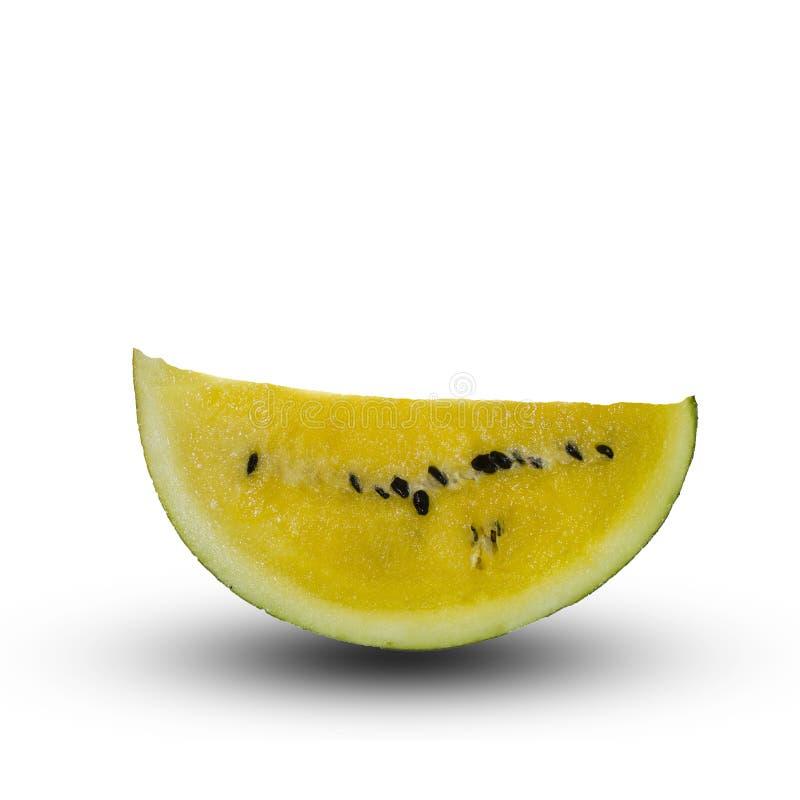 Eine Scheibe einer gelben Wassermelone lokalisiert auf einem weißen Hintergrund stockbild