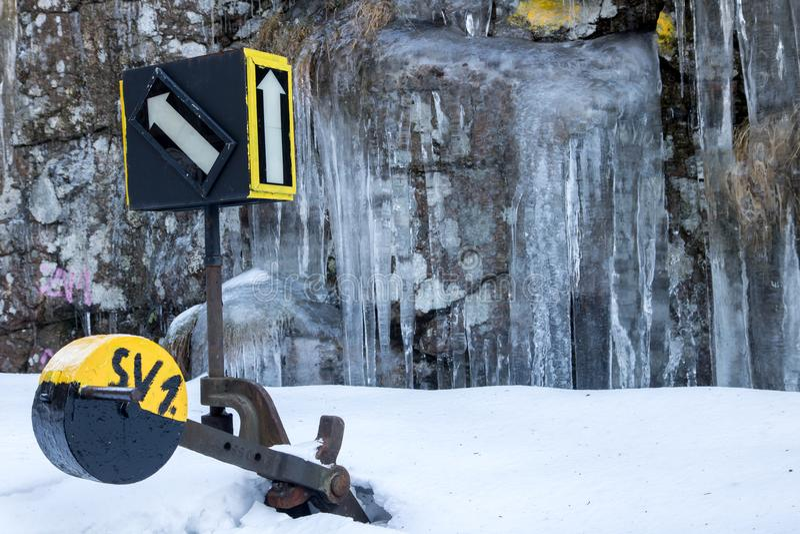Eine schneiende Abstellgleisschiene in der Winternatur, lizenzfreies stockfoto